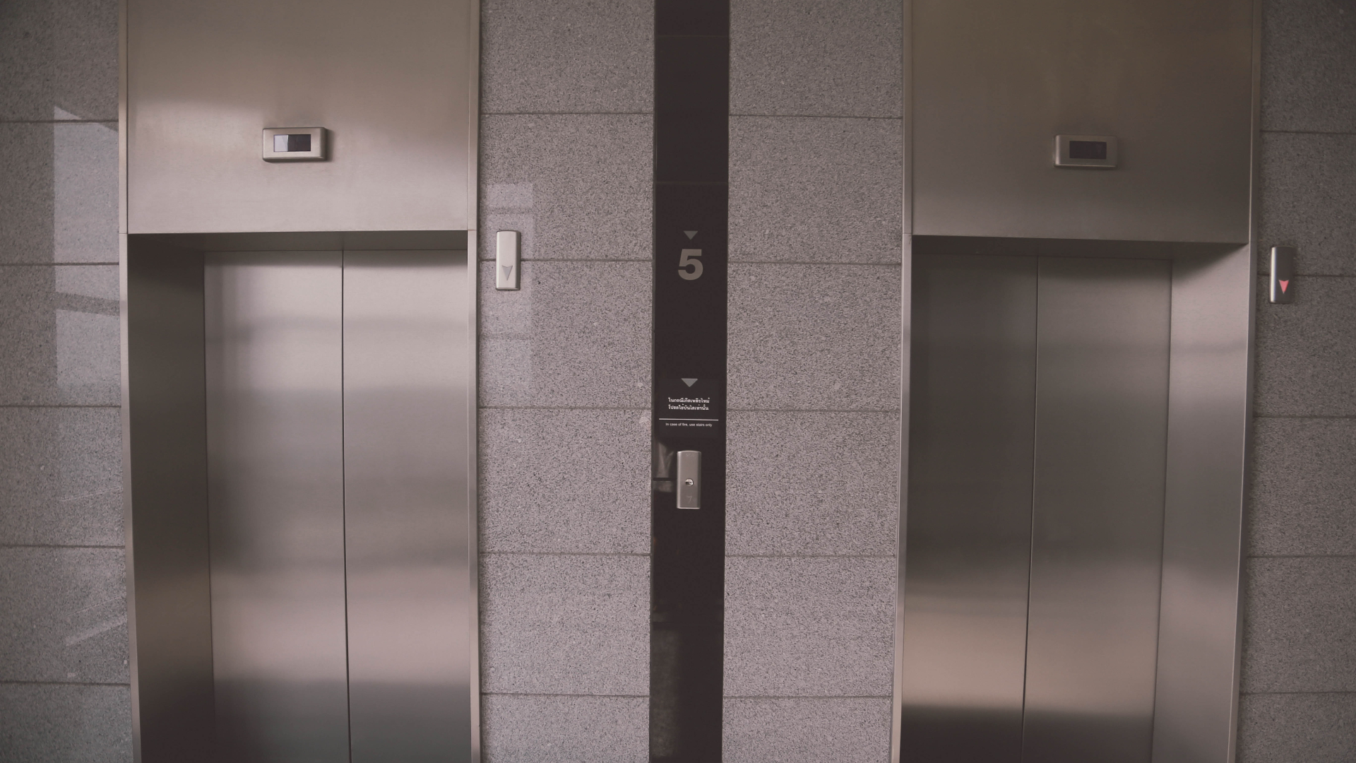could transfer of fibres in a lift incriminate someone